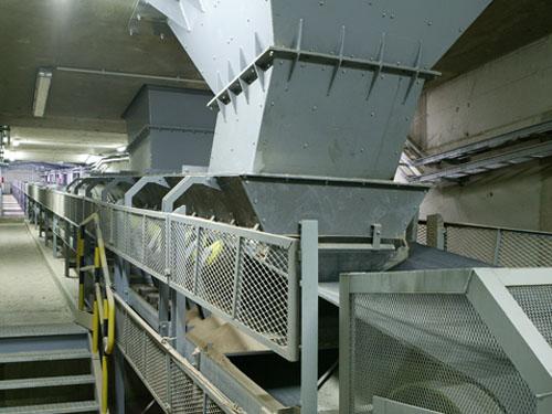 Descargadero de vagones RENFE VI  y sistema de evacuación de materiales. Gijón, España.