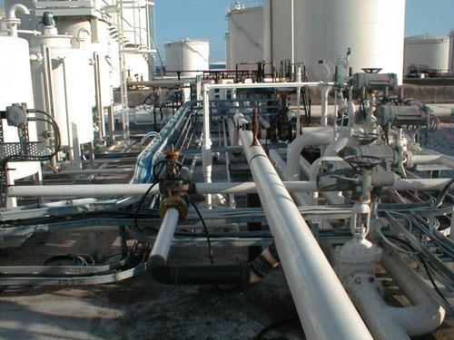 Interconexión entre la instalación de almacenamiento de CLH en Gijón y la instalación portuaria
