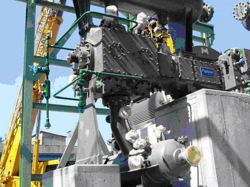 Montaje de nuevo compresor G-C1C, tuberías y nave en el complejo industrial de Repsol YPF - A Coruña