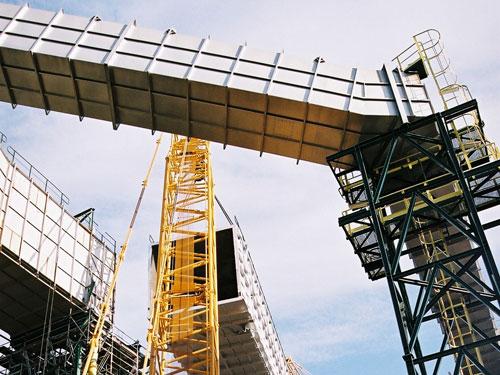 Construcción de un nuevo conducto de humos de la unidad de destilación de la refiniería, Tarragona